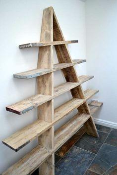 Лестница стеллаж из досок