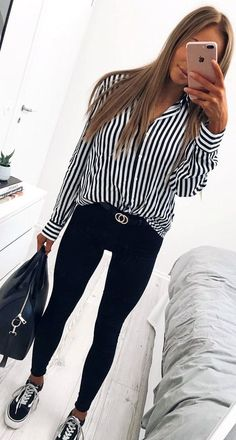 Women Clothing spring outfit idea / stripped shirt + bag + sneakers + black skinnies Women ClothingSource : spring outfit idea / stripped shirt + bag + sneakers + black skinnies by palmentina Mode Outfits, Trendy Outfits, Fashion Outfits, Fashion Trends, Trending Fashion, School Outfits, Chic Outfits, Black Skinnies, Black Jeans