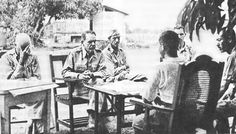 Everett Williams, Major General Edward King Jr, Major Wade Cothran and Major Achille Tisdelle discussing the terms of the US surrender of Bataan with the Japanese rep Colonel Nakayama. Taiwan Travel, Philippines Travel, O Donnell, Palawan, Manila, Mexico Places To Visit, Bataan Death March, Leyte, Military Units