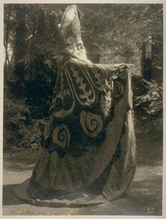 A secret photo from Bohemian Grove,. Le Vatican, Walt Disney, Bohemian Grove, Masonic Symbols, Alchemy Symbols, Religion, Secret Photo, Thing 1, Ancient Mysteries