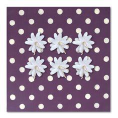 Toile magnétique en coton aubergine + 6 magnets fleurs blanches Bruit de cadre