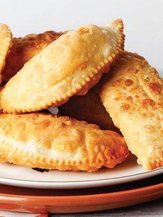 Sembusek Tarifi - Hamur İşleri Yemekleri - Yemek Tarifleri Greek Cooking, Cooking Time, Turkish Recipes, Ethnic Recipes, Empanadas, French Toast, Food And Drink, Rolls, Bread