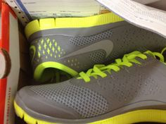 Nike Free http://www.tiffanyfreerun.net/womens-nike-free-40-v2-pure-platinum-reflective-silver-violet-running-shoes-p-318.html