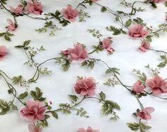 Organza Bordada com Aplicações de Flores 3D - Ref: Y960