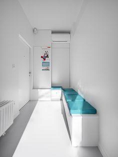 kinesitherapie praktijk te Wilrijk #blue #Armstrong #waitingroom #medical #physiotherapy by architime