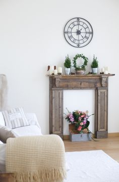 SWEET MAISONS: A casa di Silvia e David Country Chic, My House, Entryway Tables, Sweet Home, Shabby Chic, Diy Crafts, Living Room, David, Mantels