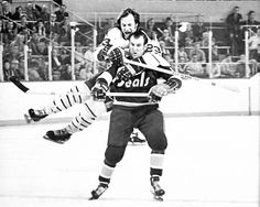 Clear the Track.Here comes Shack! Classic photo of Buffalo Sabre Eddie Shack jumping on the back of California Golden Seal Gerry Ehman Ice Hockey Players, Women's Hockey, Ice Hockey Teams, Hockey Gifts, Lord Stanley Cup, Bobby Hull, Hockey Pictures, Hockey Season, Buffalo Sabres