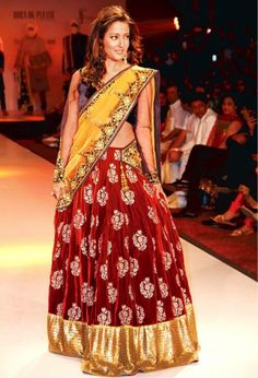 Reema Sen at Rajasthan Fashion Week – an elegant outfit and we adore the trio colour combination…..  Find Similar Exclusive Laces and fabrics @ www.lacxo.com