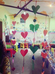 Backdrop Ideas, Backdrops, Stage Decorations, Studio, School, Birthday, Crafts For Kids, Birthdays, Wallpaper Ideas