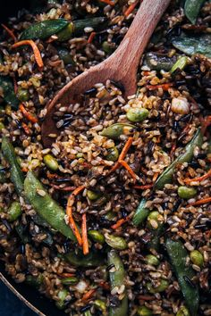 This Healthy Vegan Fried Rice is the perfect weeknight dinner, packed with plant-based ingredients like edamame, sugar peas, and carrots! Rib Recipes, Bean Recipes, Vegetarian Recipes, Chicken Recipes, Lentil Recipes, Sausage Recipes, Baked Chicken, Cooker Recipes, Healthy Recipes