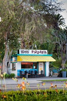 """Tony's Pizzaria, 186 E Thompson Blvd, Ventura, California -- There's a reason it's been around for more than 50 years.  (RIP, Mr. Johnny """"Tony"""" Barrios)"""