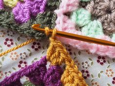 Detailed photo tutorial on how to crochet a granny square for absolute beginners. Crochet Chart, Easy Crochet, Crochet Stitches, Crochet Patterns, Crochet Squares, Granny Squares, Elephant Baby Blanket, Photo Tutorial, Baby Knitting