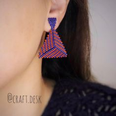 "Craft Desk on Instagram: ""❤️💙 video to be uploaded... #trianglepeyote #beading #earrings #diy #دستساز #منجوق_دوزی #peyotestitch #miyuki #üçgen  ويديو بافت مثلث ها رو…"""