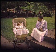 autochrome-1907-1932-charles-c-zoller-enfant-et-sa-nourrice-child-and-nurse