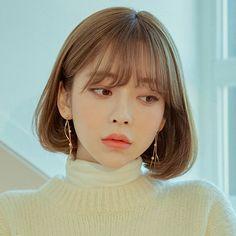 Wave Drop Drop Earrings – 《Official》 Chuu Red … - All For Colors Hair Korean Hair Color, Korean Short Hair, Korean Haircut, Short Hair Cuts, Permed Hairstyles, Hairstyles With Bangs, Medium Hair Styles, Curly Hair Styles, Honey Brown Hair