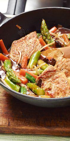 Lust auf Spargel aber asiatisch? Dann koche doch einfach ein leckeres Spargel-Wok-Gemüse.