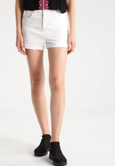 """Vero Moda. VMBE NINETEEN - Denim shorts - snow white. Fit:regular. Outer fabric material:100% cotton. Our model's height:Our model is 71.0 """" tall and is wearing size 10. Pattern:plain. Care instructions:do not tumble dry,machine wash at 30°C,A shrinka..."""
