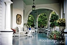 Don't you just love big porches. Southerners are serious when it comes to front porches. Porch And Balcony, Porch Garden, House With Porch, Big Front Porches, Decks And Porches, Outdoor Spaces, Outdoor Living, Hart House, Southern Porches