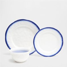 Dinnerware with blue ombré effect edge