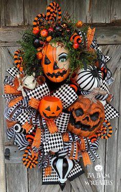Pirate Halloween, Halloween Door, Halloween Season, Halloween Skull, Vintage Halloween, Halloween Pumpkins, Halloween Wreaths, Vintage Witch, Halloween Makeup