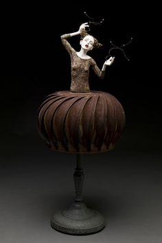 'Harnessing her Universe' by American ceramic sculptor Kirsten Stingle. via El Fotógrafo invidente
