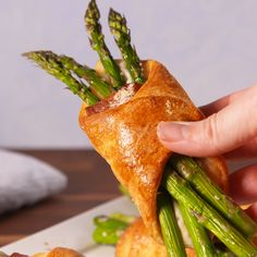 Bacon Asparagus Crescents This easy appetizer is perfect for a spring party. Simply take refrigerated biscuit dough and add your fillings: bacon, asparagus, parmesan, and wrap it up and b Asparagus Bacon, Asparagus Recipe, Vegetable Dishes, Vegetable Recipes, Crescent Roll Recipes, Crescent Rolls, Appetizer Recipes, Easter Appetizers, Easter Recipes