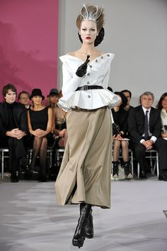 John Galliano Takes a Riding Crop to Spring 2010 Dior Couture, While Tavi's Giant Bow Grabs Some of the Attention | POPSUGAR Fashion