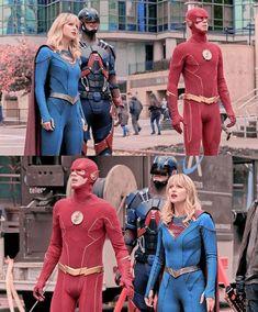 Supergirl Comic, Supergirl 2015, Supergirl And Flash, Foto Flash, Melissa Marie Benoist, Dc Tv Shows, Great Memes, Black Lightning, Batwoman