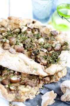 Kastanje Champignons brood met gruyère en koriander