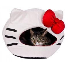 Who doesn't love Hello Kitty? Definitely no self-respencting Cat, that's for sure!  Featuring a secure hooded design, Hello Kitty's Iglootastic pet bed offer fun and stylish comfort for the smallest members of your pet family. Suitable fo cats, puppies and small dogs, a reversible plush cushion makes it suitable all year round.