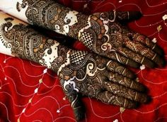 10 Best Bridal Mehendi Designs Inspirations http://blushingindianbride.com/10-best-bridal-mehendi-designs-inspirations/