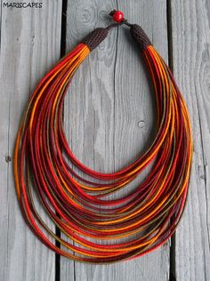 Desert Sun yarn-wrapped necklace / tribal / hippie / por MARISCAPES