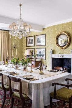 An Old Fashioned English Country House - The Glam Pad room decorating dining rooms room design room furniture dining room ideas dining rooms English Country Decor, French Country Decorating, English Farmhouse, Country Style, Dining Room Walls, Dining Room Design, Room Chairs, English Manor Houses, Traditional Dining Rooms