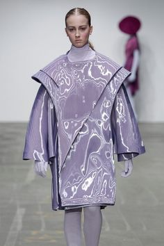 shape of jacket-----Futuristic Fashion, JEF MONTES The wide shoulders and shape of the main body almost looks alien-like. Looks very cool. Space Fashion, Fashion Week, Fashion Art, Runway Fashion, High Fashion, Womens Fashion, Fashion Design, Fashion Trends, Latest Fashion