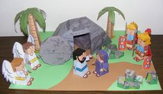The Easter Story (aka Resurrection of Jesus Christ) depicted in papercraft form by Didier Martin of My Little House: Bible Paper Toys. Diorama, Easter Videos, Resurrection Day, Bible Crafts For Kids, Easter Story, Sunday School Crafts, Easter Activities, Easter Celebration, Paper Toys