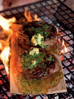 Beef Rump: Rump steaks on oak braai planks with mustard butter Braai Recipes, Steak Recipes, Cooking Recipes, Kos, Beef Rump, South African Recipes, Outdoor Cooking, Recipe Collection, Food For Thought