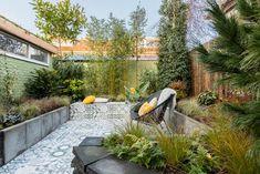 Urban Jungle Tuin – StyleGardens - Healty fitness home cleaning Jungle Gardens, Living A Healthy Life, Leiden, Small Gardens, Garden Inspiration, Garden Ideas, Clean House, Pergola, Patio