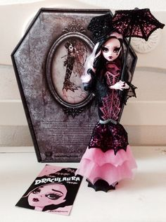 evillittlething: freak-du-chic-noir: My pretty pink vampire babe arrived today. oh god i need her ! I have to get one in order for the Infamous BlueJay to recreate the outfit in my size, right? Monster High Art, Custom Monster High Dolls, Custom Dolls, Halloween Doll, Vintage Halloween, Ooak Dolls, Barbie Dolls, Personajes Monster High, Monster High Pictures