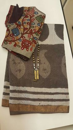 Best 11 Kota Doria in indigo with contrast edging – SkillOfKing. Cotton Saree Designs, Sari Blouse Designs, Designer Blouse Patterns, Fancy Blouse Designs, Blouse Styles, Cotton Saree Blouse, Organza Saree, Saree Dress, Silk Blouses