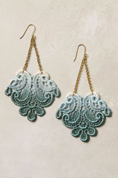 diy ombre lace earrings - Needs some sparkle though!