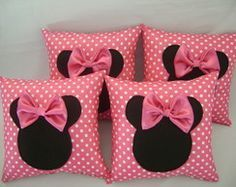 almofada minnie rosa ( 30 x30) Promoção Cute Cushions, Cute Pillows, Baby Pillows, Throw Pillows, Cushion Covers, Pillow Covers, Box Cushion, Rideaux Shabby Chic, Sewing Crafts