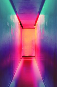 Fondo de pantalla con una puerta, fondo de pantalla de colores, fondo de pantalla profundo. Colorful background.