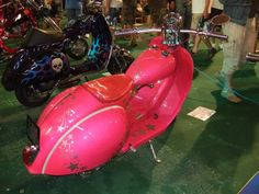 Pink scooters : a stunning collection of awesome Vespas and Lambrettas