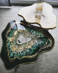 Geode inspired art and furniture is made with eco-resin (Video) How a designer makes furniture that looks like geodes using eco resin, video, Stephanie Walberer / Colorberry Furniture Making, Home Furniture, Furniture Design, Furniture Ideas, Resin Furniture, Crystal Furniture, Luxury Furniture, Bedroom Furniture, Furniture Movers