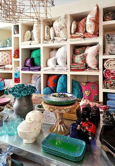 Textile-lovers, take note: Tulu Textiles is where in-the-know stylesetters score the dreamiest pillows, linens, and fabric in Istanbul.