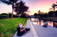 Den Sonnenuntergang von Fort Myers genießen. In der exklusiven Villa geht das sogar am eigenen Bootssteg. Zu finden auf ferienwohnung.com mit der OnlineID: 32LTW3C. #ferienwohnung #relaxtime #holiday #Erholungpur #Angebot #Urlaub #reservierennichtvergessen #Urlaub2016 #urlaubsfeeling #treatyourself #eintraumhier #instadaily #beautiful #epicholiday #iminheaven #igersflorida #florida #usa #privatepool #sonnenuntergang #palmen #fortmyers