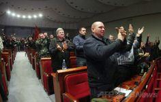 ウクライナ東部ドネツク(Donetsk)の行政庁舎内で、「共和国」樹立宣言に拍手を送る親ロシア派の活動家たち(2014年4月7日撮影)。(c)AFP/ALEXANDER KHUDOTEPLY ▼7Apr2014AFP|親ロシア派、東部ドネツクで「共和国」樹立を宣言 ウクライナ http://www.afpbb.com/articles/-/3011953 #eastern_Ukraine #Donetsk