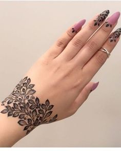 Latest Amazing Mehndi Designs For Parties Hello Guys! here you will see Latest Mehndi Designs with Amazing Patterns for your Hands and. Finger Henna Designs, Mehndi Designs For Girls, Henna Art Designs, Mehndi Designs For Fingers, Modern Mehndi Designs, Mehndi Design Photos, Latest Mehndi Designs, Beautiful Henna Designs, Dubai Mehendi Designs
