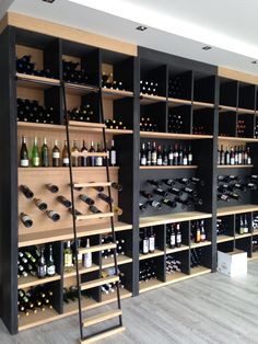 I like the idea of ​​using glass for the wine cellar. * N -… – Wine World Wine Cellar Modern, Wine Cellar Design, Wine Rack Wall, Wine Wall, Wine Shelves, Wine Storage, Storage Ideas, Wine Cellar Basement, Home Wine Cellars