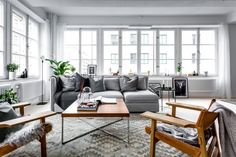 What a pretty living room! There is so much natural light, and the gray scale color scheme looks fantastic with the pops of wood and plants. Scandi Living Room, Living Room Decor Furniture, Outdoor Furniture Sets, Bright Apartment, Gravity Home, Deco Design, Scandinavian Design, Scandinavian Apartment, Scandinavian Living